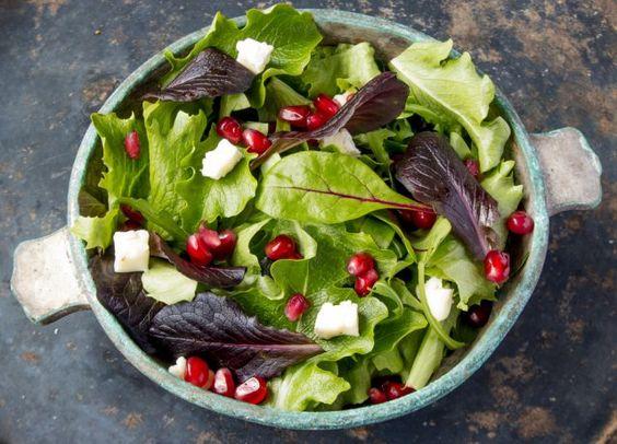Assiette de fanes de légumes
